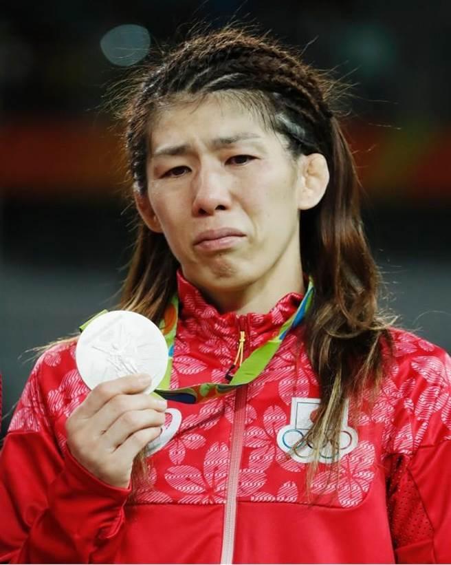 日本「角力女王」吉田沙保里寻求4连霸萝碎,只获得银牌。(美联社)