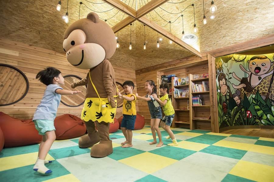 〈芬朵奇堡〉的吉祥物,會不定時出現在〈窩窩樂〉陪伴小朋友玩樂。(圖/蘭城晶英酒店)