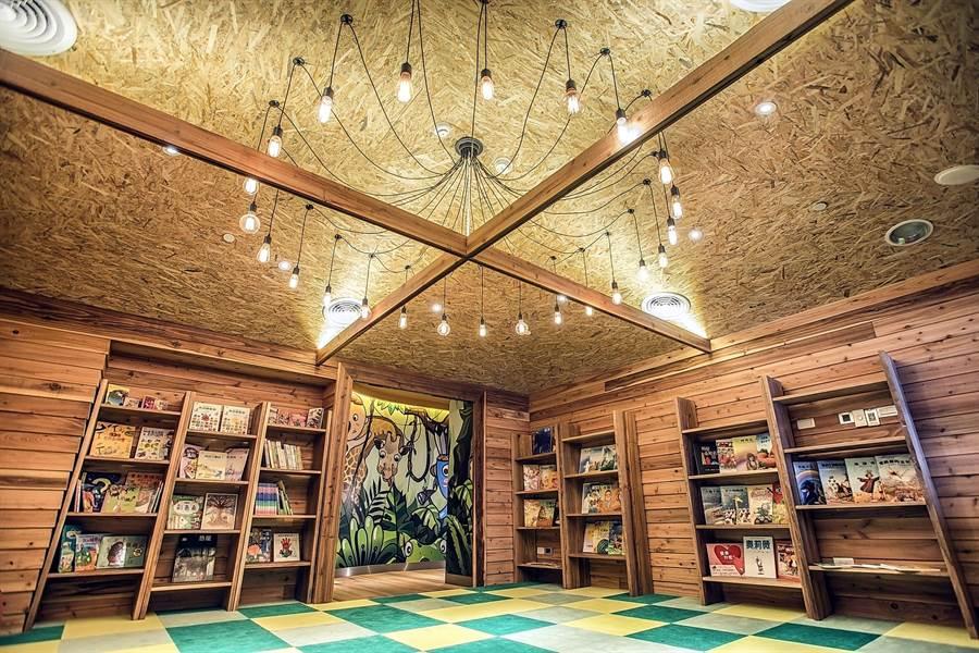 〈WOW WOW LAND好樂窩〉內規畫有一〈WOW LOFT好樂窩〉,小朋友可以在這裡閱讀故事書。(圖/蘭城晶英酒店)