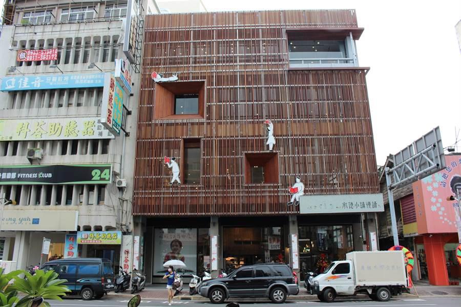 承億文旅集團催生了首家書店品牌「承億小鎮慢讀」,成為嘉義市的文化指標。(圖/曾麗芳)