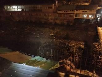 霞雲溪山坡崩塌成堰塞湖  居民嚇壞了