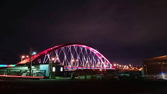觀旅局下周末將舉辦「竹圍滑水道音樂派對」,把嶄新的彩虹橋化身成120米長的滑水道。(觀旅局提供)