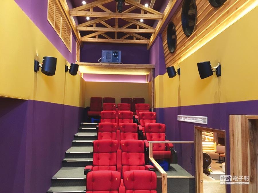 〈WOW SHOW好看窩〉是一專為小朋友與小小朋友設計的迷你電影院,裡面的座椅與播放影片,與新月豪華影城的影廳同步。圖/蘭城晶英酒店