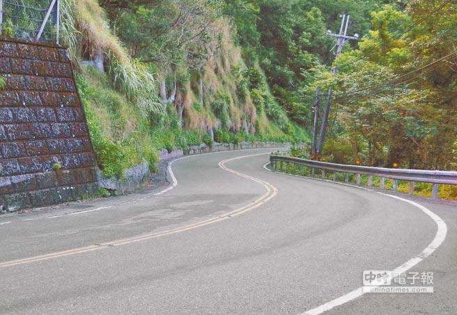 連接新北與宜蘭的北宜公路,道路蜿蜒、九彎十八拐,被稱為通往靈界的死亡公路。(葉書宏攝)