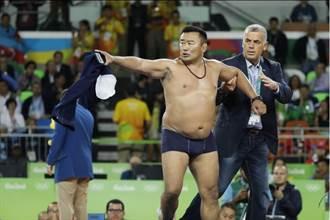 里約奧運》角力銅牌被吃 蒙古教練脫衣抗議