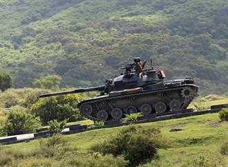 CM-11勇虎戰車基訓爬坡熄火倒退嚕 擦撞後車2士官受傷