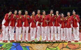 里約奧運》運動場外的中國女排隊員群像