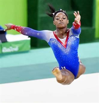 里約奧運》體操小天后拜爾斯太紅 延誤閉幕式
