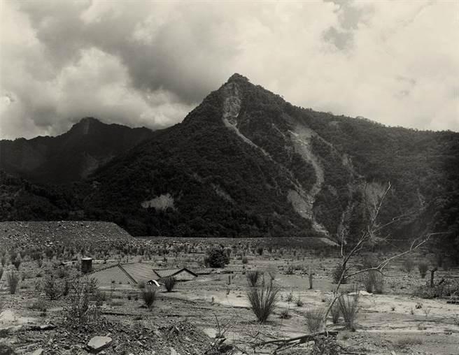 李旭彬《那瑪夏旁河谷》,2010,藝術微噴。(圖/臺北市立美術館)