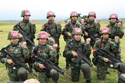 聯雲操演首見鐵漢衣 9名女將完成20公斤裝備跳傘任務