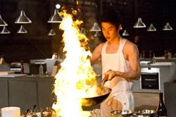 Henry首登大銀幕《美味秘方》秀廚藝!蛋捲戲NG超過80次