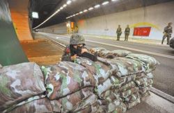 漢光演習封雪隧 模擬退敵逼真 假想共軍登陸蘭陽平原攻台北