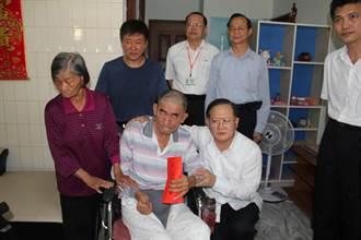 員警中風退休6年 陳國恩南下探視
