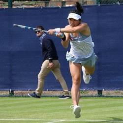 拍落第1種子 康乃狄克網賽莊佳容女雙爭冠
