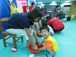 小小學童入泮禮 替爸媽洗腳表感謝