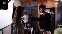 李鍾碩、韓孝珠甜蜜共享同塊餅乾 網友:「跪求交往」