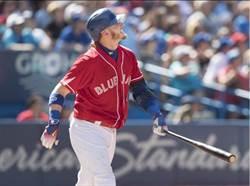 MLB》藍鳥唐納森三響炮 球迷卻丟帽進場內?