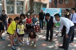 開學日 林智堅贈跳繩鼓勵「勇於跨越挑戰」