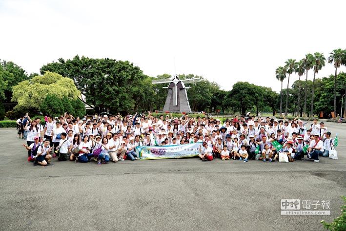 永達社會福利基金會與台灣優質生命協會,於8月27日共同舉辦『2016永達親親寶貝向前行』。圖/永達保經提供