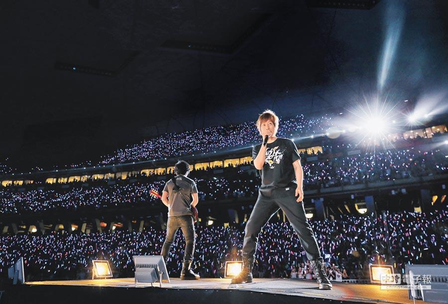 五月天北京開唱3天共計約有30萬歌迷參與。
