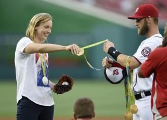 奧運金牌女將開球 大聯盟球星變小弟
