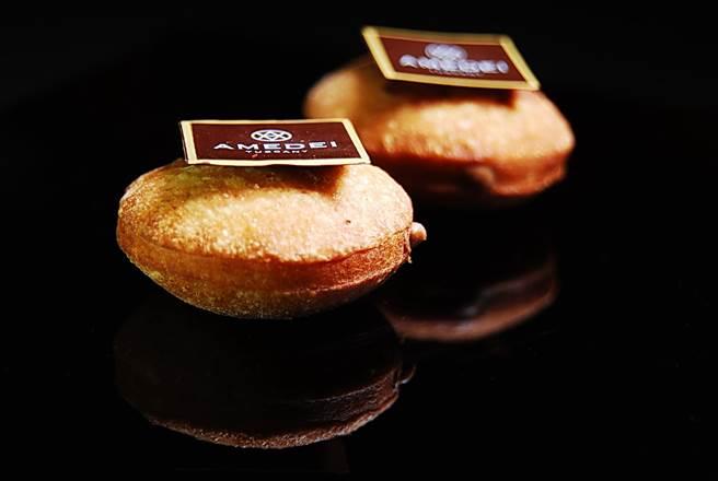 這款法式甜甜圈的內餡是以AMEDEI的CHUAO巧克力混合頂級榛果醬製成。(圖/姚舜攝)