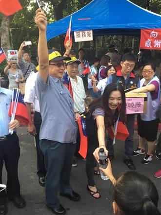 胡志強、應曉薇現身 支持軍公教反污名遊行