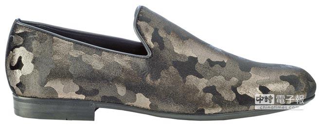 Jimmy Choo Sloane迷彩亮面絨布男鞋,2萬4800元。圖片提供Coach、Jimmy Choo、Michael Kors、Prada、Ralph Lauren