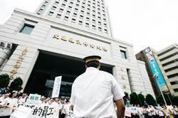 圖輯》台鐵產業工會號召500人 集結交通部陳情