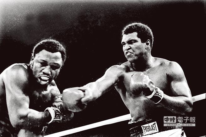 拳王阿里(右)與喬佛雷澤震撼世界的1975年對決將是李安下部電影的主題。(資料照片)