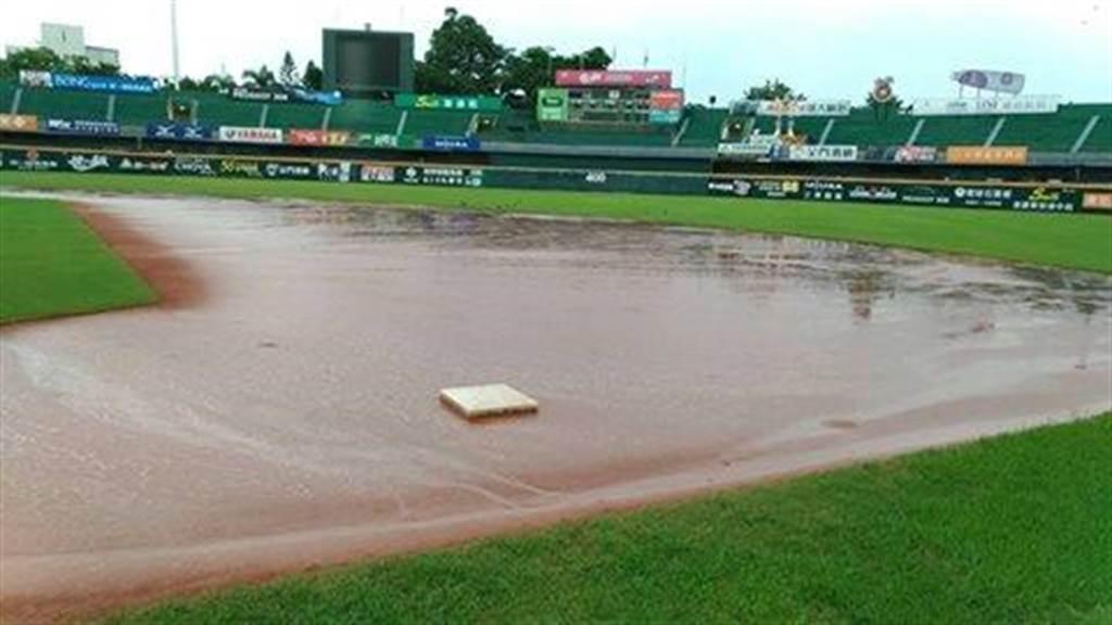 因全台大雨不斷,今原訂的兩場中職賽事都宣布延賽。(資料照 圖/截自cpbl臉書粉絲團)