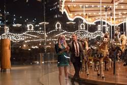 好萊塢女星艾瑪羅勃茲 大膽玩直播、曬美腿