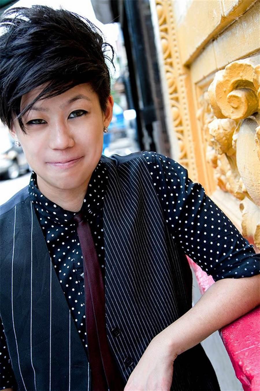 2017年紐約春夏時裝周8日(當地時間)登場。台裔時尚設計新秀鍾知倫在布魯克林博物館dapperQ時裝秀,推出中性風及雌雄同體風格新裝,既優雅又有靈性。中央社記者黃兆平紐約攝 105年9月9日