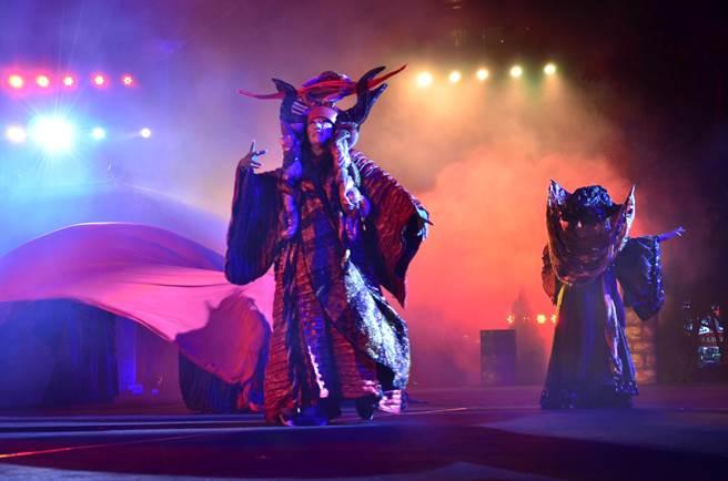 舞台上演《祭特洛伊》。(徐養齡翻攝)