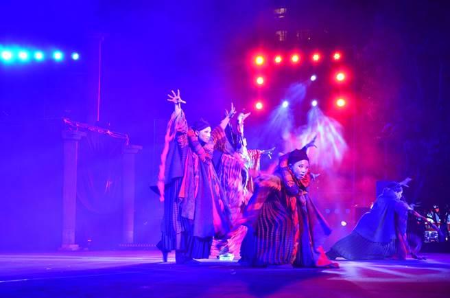 文化局表示,《祭特洛伊》與雲門舞集《水月》、《流浪者之歌》並列為台灣劇場代表作。(徐養齡翻攝)
