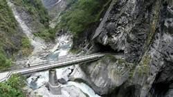 白楊步道懸巨石  太管處:不會立即崩落