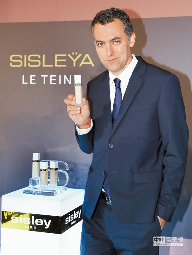 Sisley亞太區總裁Nicolas Chesnier參加御緻駐顏活膚精華粉底液發表會。(陳俊吉攝)
