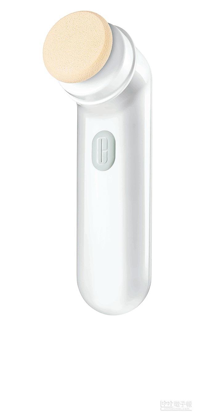 倩碧超勻透音波震動粉撲850元,搭配音波淨膚儀使用。