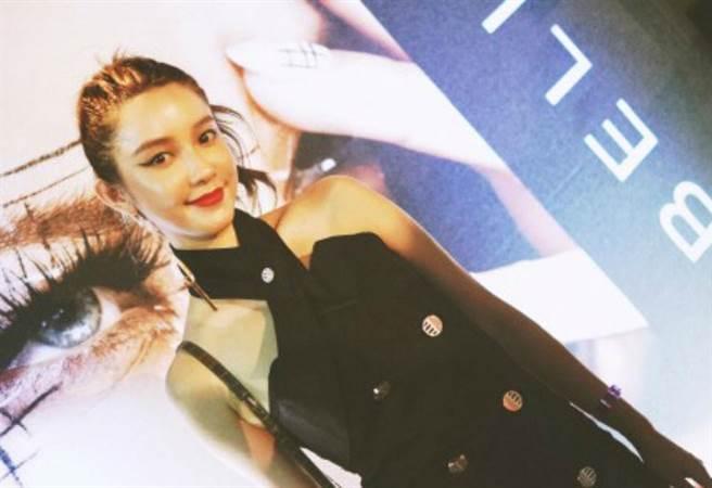 張大奕出席紐約時裝週。(圖/微博:張大奕eve)