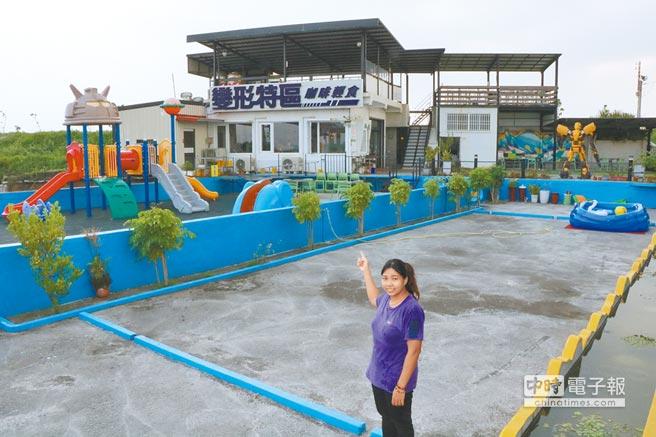 東港囝仔將廢棄魚塭打造成咖啡廳,以變形金剛吸引遊客進入品嘗蔬食。(謝佳潾攝)
