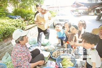 《無獨有偶》進駐2周 邀頭城人來看戲 人偶逛市場造勢