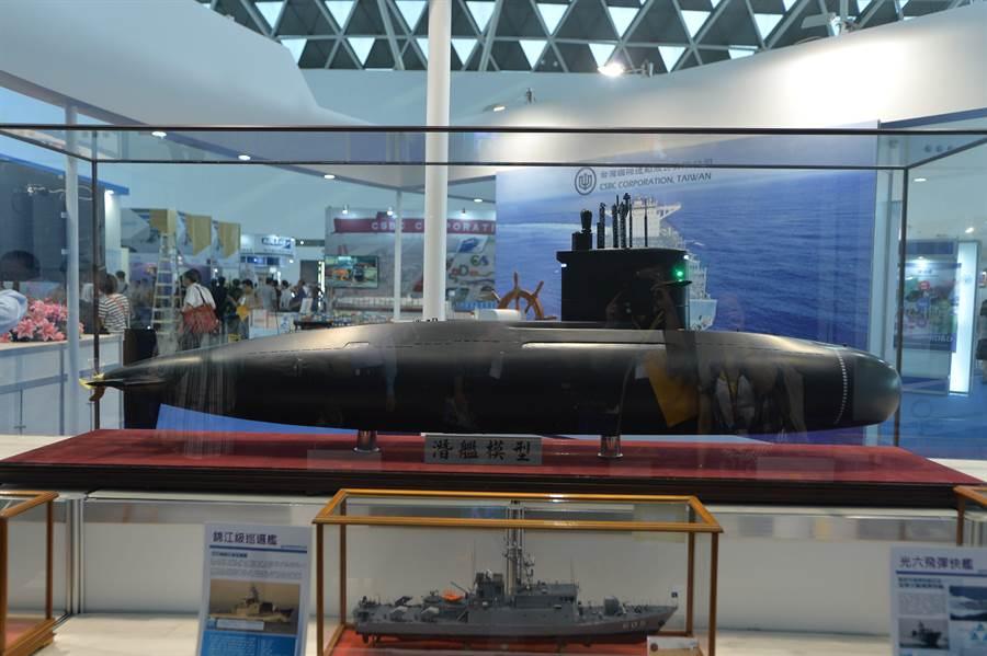 台船潛艦模型。(圖:業者提供)