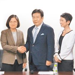 從少女偶像到女黨魁 在男性掛帥日本政壇崛起 民進黨吸票機締造傳奇 蓮舫華麗轉型