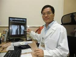 手腕腫大疑腫瘤  原來是痛風石