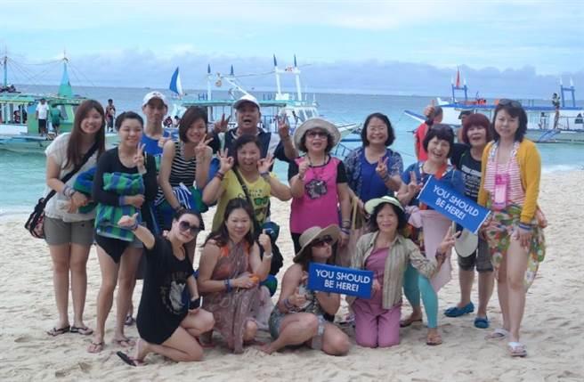 吳文櫻與家人共度歡樂時光。(業者提供)