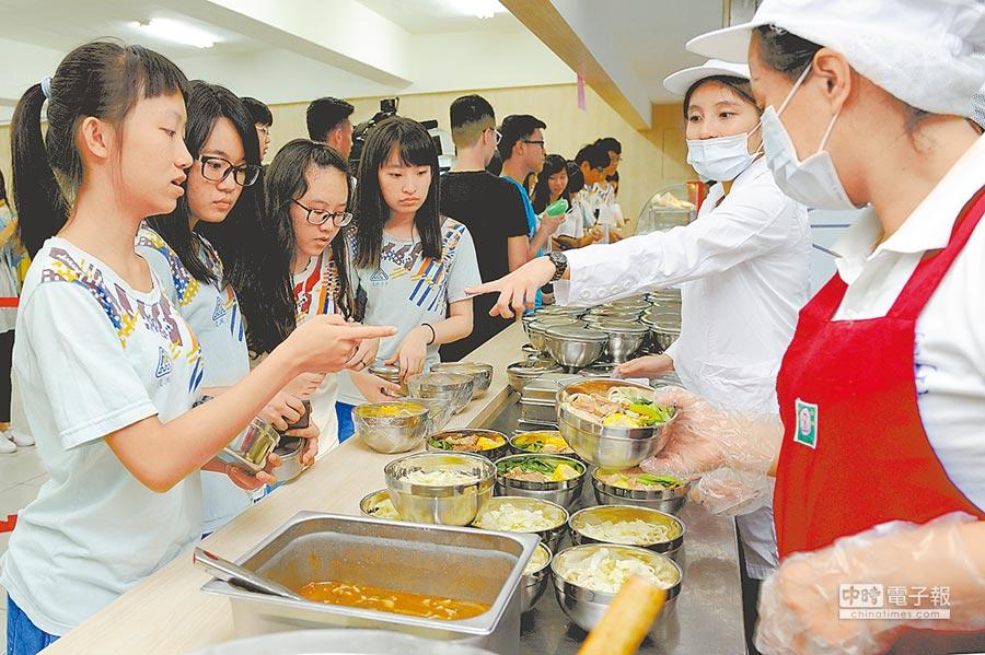農委會抽驗學校午餐蔬菜,竟驗出未核准用藥;圖為示意圖,非當事學校。(本報資料照片)
