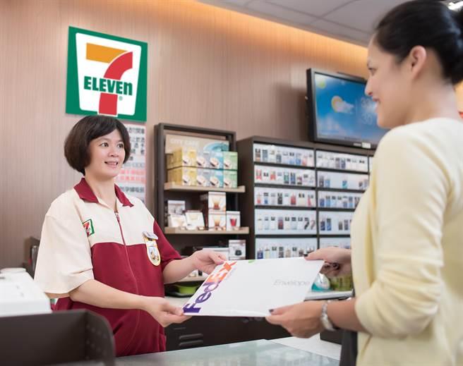 透過「FedEx便利寄」服務,客戶可選擇於任何時段,到任何一家7-ELEVEN門市寄送文件,且毋須繳付額外費用。圖:業者提供