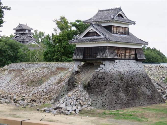 熊本城大天守、宇土櫓、戌亥櫓的震災受害情形。(黃菁菁攝)