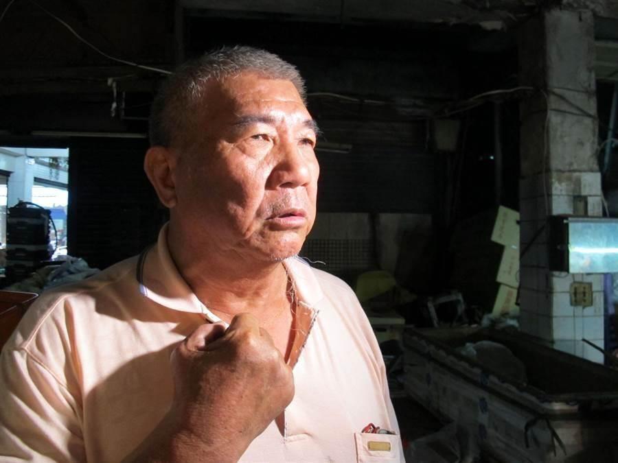 高雄市三民區建工市場22日凌晨發生火警,有4處起火點,管理員吳龍進說,還好發現的早。(呂素麗攝)