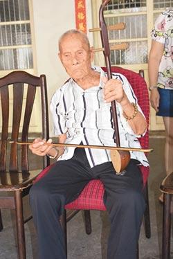 靠單車代步 拉胡琴自娛 餐餐肥肉配薑蒜 百歲翁無三高
